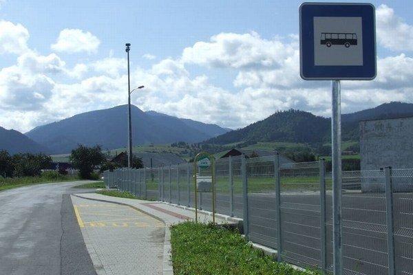 Autobusová zastávka v Luhoch.