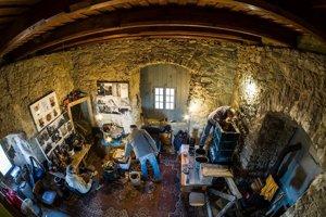 Secesnú pec postavili počas siedmich víkendov na Lietavskom hrade.
