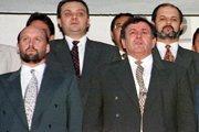 Vladimír Poór (vľavo) a predseda HZDS Vladimír Mečiar na nominačnom sneme na futbalovom štadióne v Trnave 18. júla 1998.