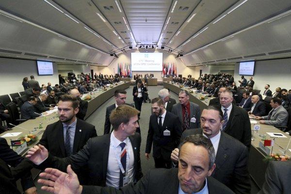 Decembrové stretnutie OPEC-u vo Viedni. Ropné veľmoci sa dohodli na znížení ťažby.