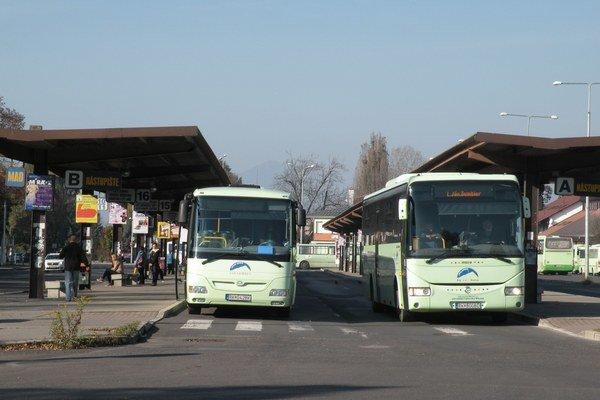 V autobusoch bude služba navyše.