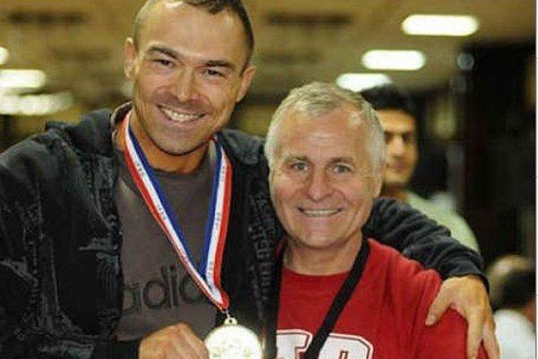 S medailou na Majstrách sveta v klasickej kulturistike v roku 2012 v bulharskej Sofii.