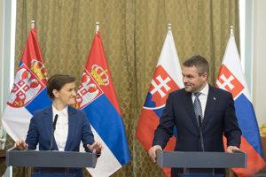 Srbská premiérka Ana Brnabičová a premiér Peter Pellegrini.