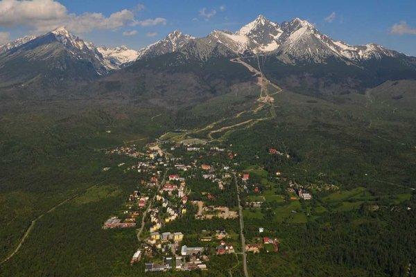 Zásahy do národného parku a výruby pre lanovku medzi Hrebienkom a Tatranskou Lomnicou zatiaľ nie sú aktuálne.
