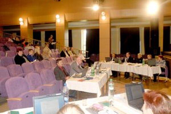 Zrekonštruovanú veľkú sálu si ešte pred slávnostným otvorením vyskúšali aj poslanci mestského zastupiteľstva