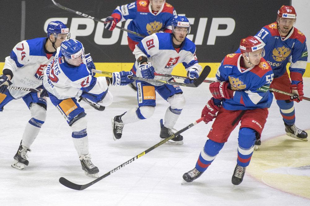 3a240400f6834 Slovenskí hokejisti čelili Rusku v prvom zápase na Švajčiarskom pohári.
