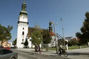 Na muža mali zaútočiť v blízkosti katolíckeho kostola.