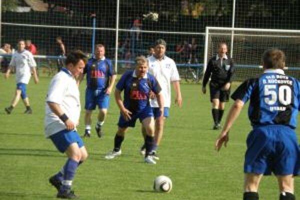 Vo finále vyhrali D. Kočkovce (v modrom) nad Udičou až na jedenástky.