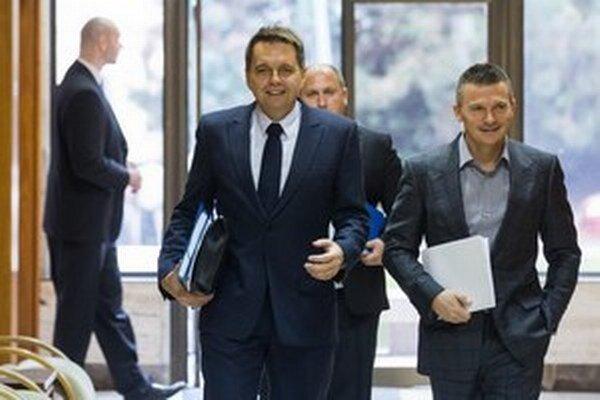 Ťažiskom pomoci ministrov je, podobne ako pri predošlých výjazdoch, finančný balík vo výške 2,2 milióna eur.