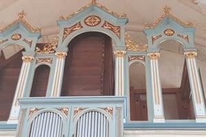 Organ v evanjelickom kostole Príbovce.