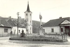 Trojičný stĺp v centre obce Beckov