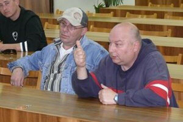 Výmena názorov. Taxikári  mali na pracovnom stretnutí voči nariadeniu veľa výhrad.  Zástupcovia mesta sa snažili niektoré veci vysvetliť.