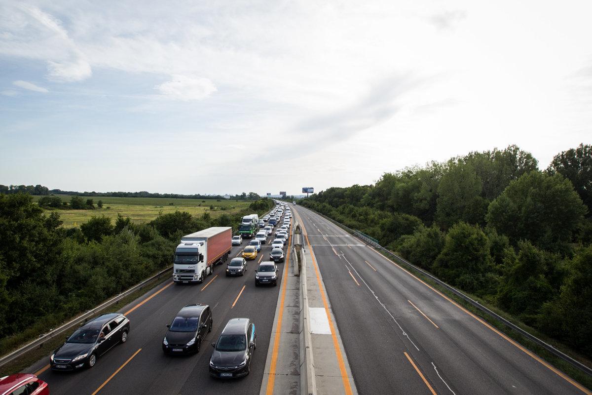 ef1e0fbbf94a Premávka na diaľnici D1 medzi Sencom a Bratislavou je obmedzená ...