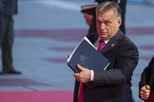 Maďarský premiér Orbán prichádza na fórum vo Viedni.