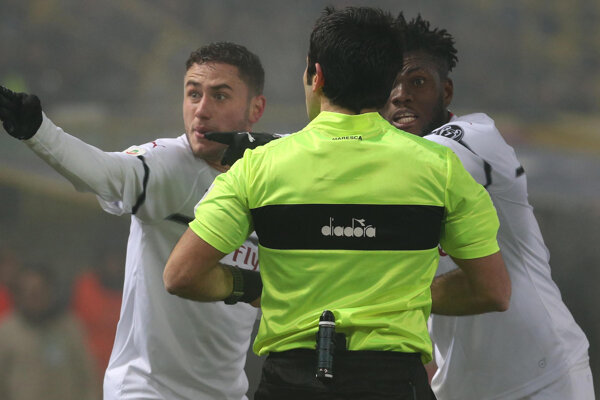 Momentka zo zápasu FC Bologna - AC Miláno.