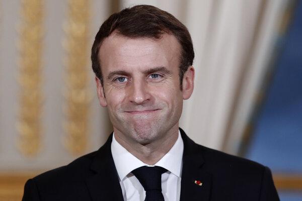 Francúzsky prezident Emmanuel Macron je terčom útokov členov talianskej vlády.
