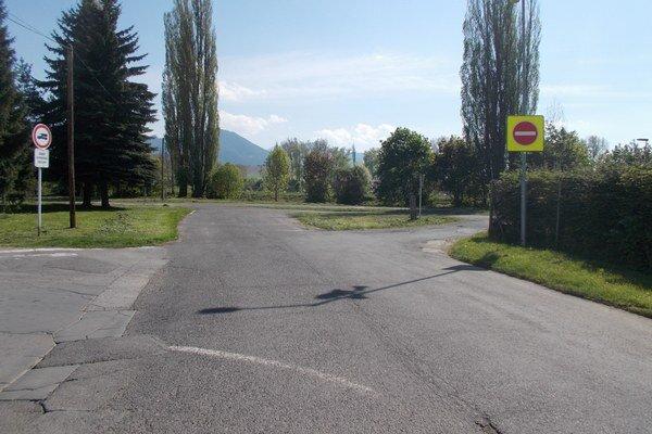 Most by končil neďaleko pozemku A. Ohraďana.