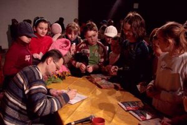 Medzi obľúbené akcie patria aj stretnutia so spisovateľmi.