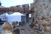 Po rokoch je sprístupnená ochodza Vazulovej veže, pod ňou je umiestnený vyhrievaný stan. Autorom Poslednej večer je rezbár Peter Šrank.