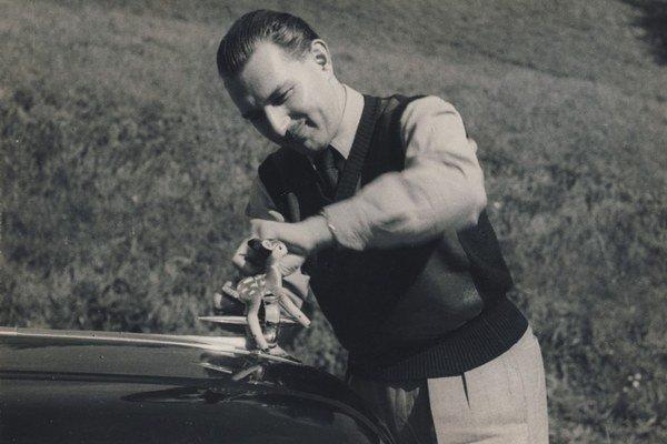 Vladimír Fábry sa narodil 23. novembra 1920 v Liptovskom Mikuláši.