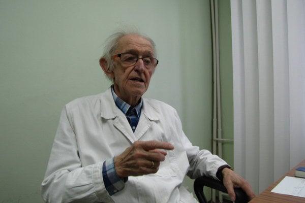 Doktor Mika má 91 rokov a stále ordinuje. Hovorí, že kontakt s pacientmi je pre neho zmyslom život.