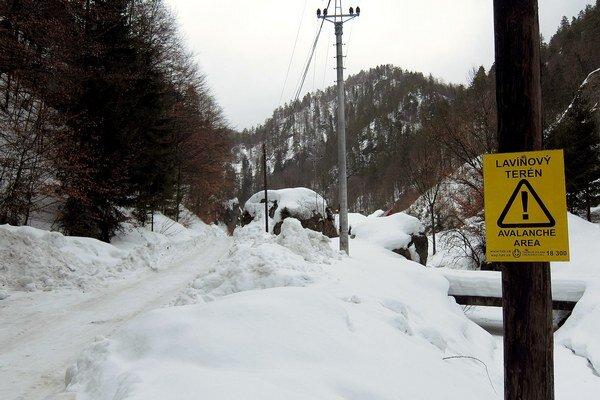V horách sa ešte viac ochladilo. Špecialisti z horskej služby upozorňujú, že zosuv lavín hrozí na strmých miestach aj pri malom zaťažení.