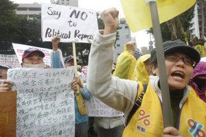 """Protest """"žltých viest"""" na Taiwane."""
