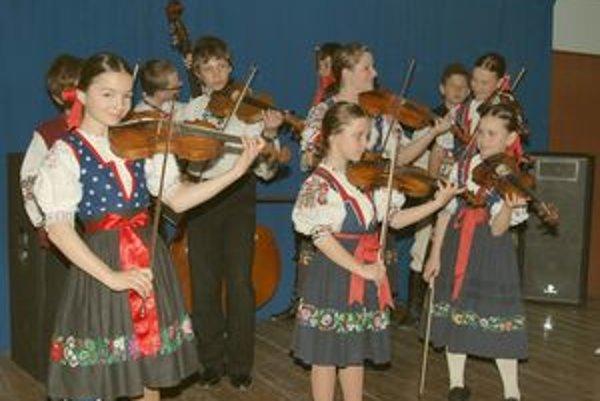 Na celoštátne prehliadke bude kraj zastupovať Detská ľudová hudba Lachovček pri ZUŠ v Púchove.