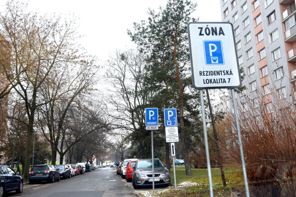 Platené parkovanie už bude spravovať mesto.