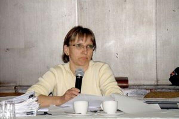 """Projekt po finančnej stránke prezentovala poslancom pani Podmajerská, hlavná """"finančníčka"""" mesta."""