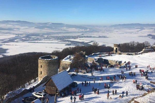 Silvestrovský výstup na Šarišský hrad má dlhoročnú tradíciu.