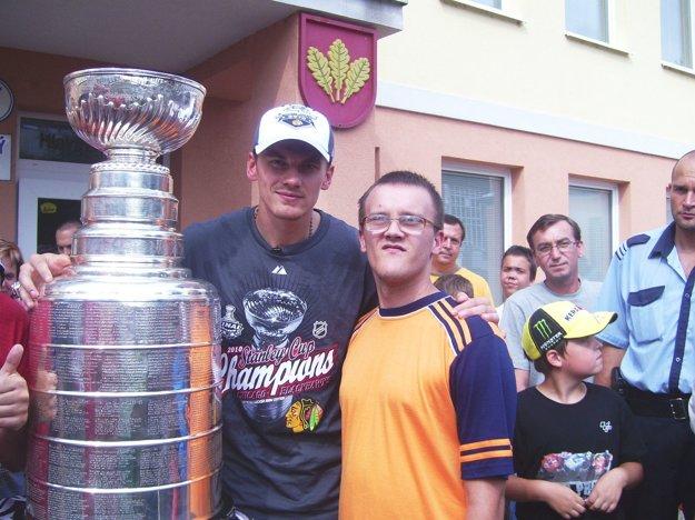 Jakub Mišík s Tomášom Kopeckým a Stanleyho pohárom