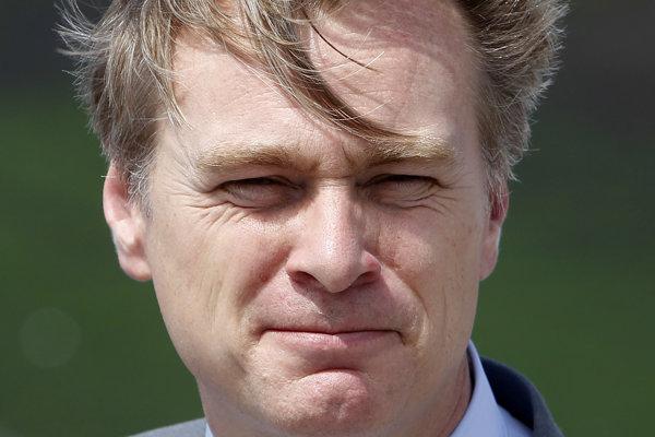 Filmový režisér Christopher Nolan je taktiež medzi vyznamenanými.