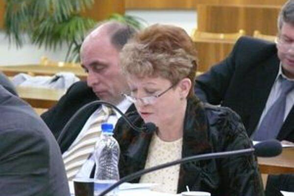 Návrh uznesenia pre narábanie s mestskými financiami počas provizória dala na zastupiteľstve poslankyňa Božena Fortuníková.