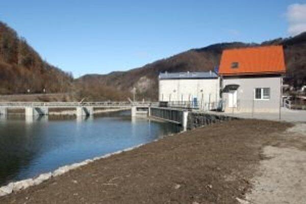 Malú vodnú elektráreň chce investor využiť na výrobu energie, obyvateľom Hubovej a Ľubochne sľúbil aj premostenie Váhu.