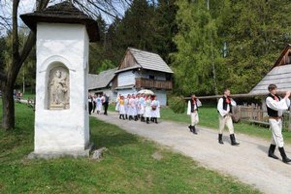 Stavanie májov je rozšírené po celom Slovensku.