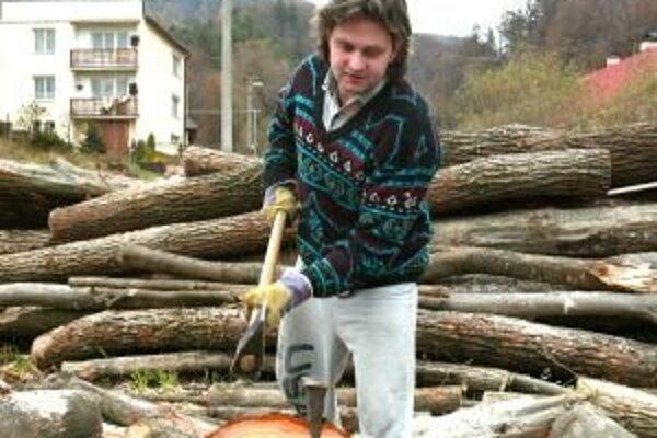 Ľudia, ktorí si kúria sami drevom alebo uhlím, vedia, koľko ich to stálo. Ostatní budú musieť počkať, kedy sa začne budúcoročná vykurovacia sezóna, ktorá náklady ešte ovplyvní.