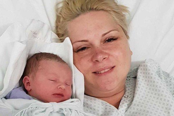 Šťastná mamička s prvým novorodencom Slovenska, malou Tamarkou.