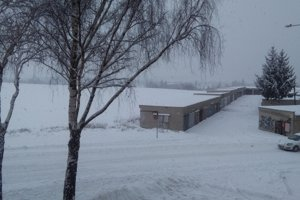Na cestách, ktoré nemajú v odpratávaní snehu prednosť, si vodiči v Martine musia dávať pozor.
