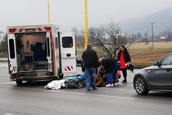 Auto zrazilo dvoch chlapcov. Polícia nehodu objasňuje.