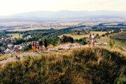 Zo Sivého Kameňa je pekný výhľad. Zrúcanina je dostupná zautobusovej zastávky.