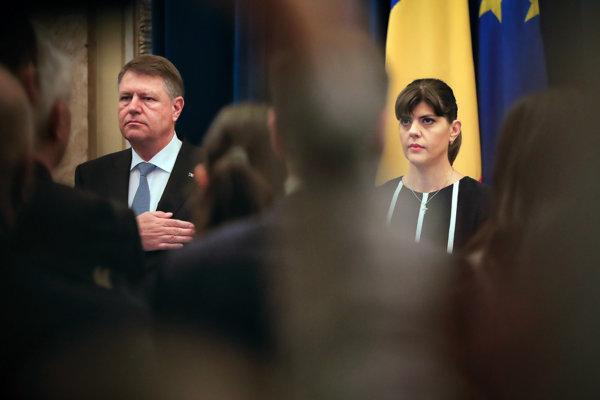Rumunský prezident Klaus Iohannis a bývalá hlavná protikorupčná prokurátorka Laura Codruta Kövesiová.