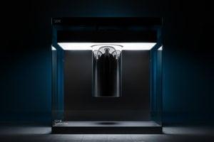IBM Q System One™ je prvý kvantový počítačový systém na komerčné použitie.