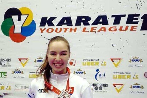 Laura Pálinkášová s medailou.