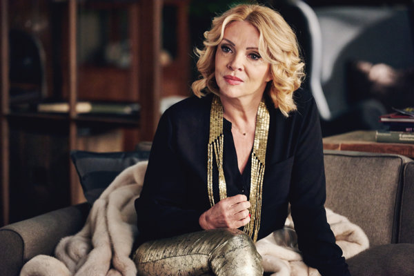 Zdena Studenková ako speváčka, ktorá odmieta terapiu v seriáli Terapia.