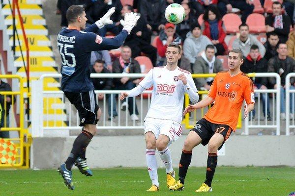 Jednotka medzi ružomberskými žrďami Srb Milorad Nikolič dostal stopku na štyri zápasy za vylúčenie.