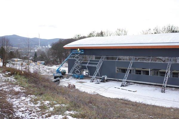 Zimný štadión na začiatku roka.