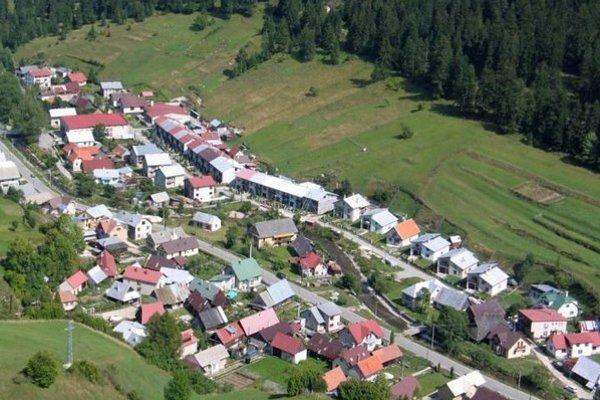 Milan Kuriš, starosta obce, sa vyjadril, že rozvojové programy nepripadajú do úvahy a sú radi, ak môžu riešiť havarijné stavy.