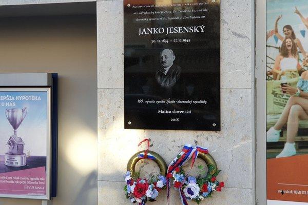 Pamätná tabuľa Janka jesenského v Lučenci.