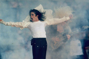 Michael Jackson v roku 1993, keď vystupoval na Super Bowle.